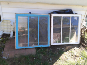 4 Various sizes of windows + frames and panes