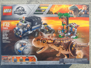 LEGO JURASSIC PARK - Carnotaurus, Gyrosphere and Escape (NEW)