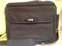 TARGUS laptop bag 17 inch pristine including strap