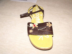 Ladies Sandals Size  11 Med & Narrow