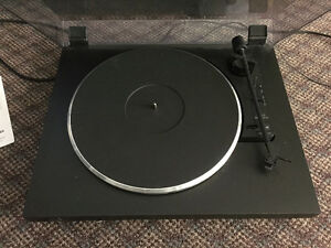 Dual record player and kenwood amp