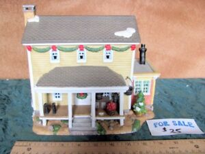 COUNTRY CHRISTMAS HOUSES & ACCESSORIES