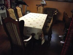 Solid Pine wood dining room table and 6  chairs .Reduced to $495 Peterborough Peterborough Area image 1