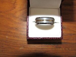 *Men's Tungsten Carbide Ring* Gold Center Inlay *VERY NICE* West Island Greater Montréal image 2