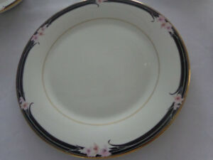 ROYAL DOULTON VOGUE CHINA - MAINLY UNUSED