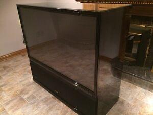 Pioneer elite rear projection TV Pro-710HD Windsor Region Ontario image 2