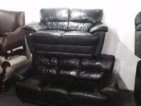 Free delivery 🎅 stunning black leather 3 and 2 sofas