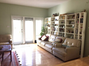 Great location, renovated 3-bedroom Townhouse