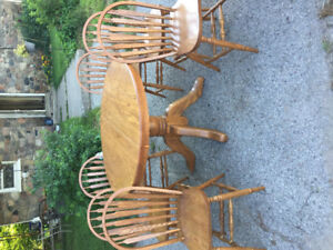 Solid oak dining room set with 6 chairs