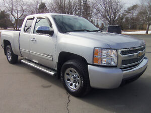 2010 CHEVROLET SILVERADO 1500 EXT CAB 4X4 !! ONLY 97,000 KMS !!