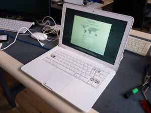 Late 2009 MacBook white unibody (as is)