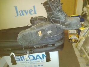 Dakota work boots size 4 or 5 Kitchener / Waterloo Kitchener Area image 1