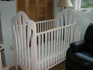 Crib by Stork craft UPDATE safety kit. ready to go REDUCED