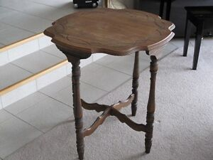 table antique en bois franc