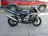 2002 Kawaski 600cc ninja zx6r (located in MERRITT)