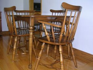 Vilas Rock Maple 5-pc Dining Room Table & 4 Chairs Set