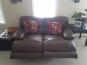 Reclining love seat couch in excellent shape