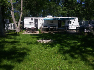 2000 Wilderness 37k camping trailer + lot