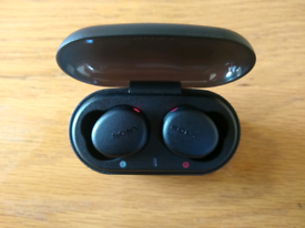 Sony wireless ear buds / head phones with case