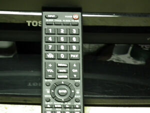 TOSHIBA 24 INCH FLAT SCREEN TV  AS NEW  WITH REMOTE . Windsor Region Ontario image 2