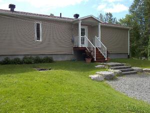 MAISON AU BORD DE L'EAU LAC KÉNOGAMI – 249 000 $ Saguenay Saguenay-Lac-Saint-Jean image 2
