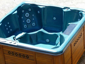 USED HOT TUBS & SPAS - 1 YEAR FULL WARRANTY - CLEARANCE SALE