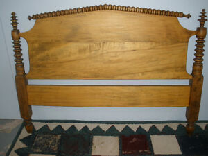 Antique Spindle Bed, Pine