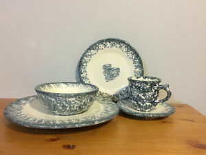 Country Stoneware Dinner Set