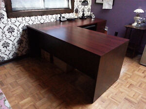 Desk w/return in excellent condition $200 obo