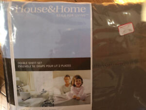 BRAND NEW -NEVER OPENED Flannel Sheet Set