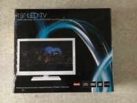 """White 19"""" M&S LED TV with USB, HDMI & integrated DVD player and freeview BOXED"""