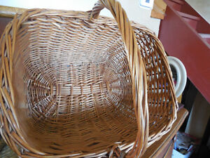 Large basket in great condition Kingston Kingston Area image 2