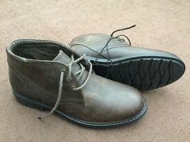 Men's boots size 8 in brown