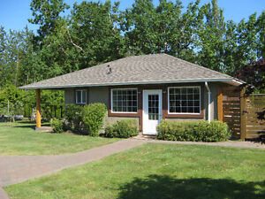 Short Stay Cottage Vacation Rental - Victoria BC