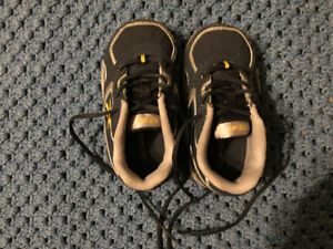 Very lightly used near Reebok sneakers sz 4 1/2 child's/infant
