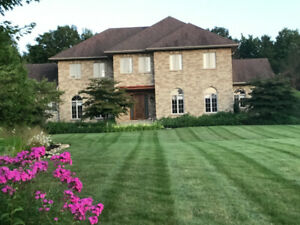 Estate Home 5 minutes from downtown Uxbridge