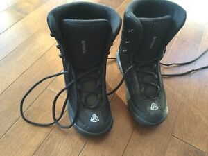 Youth snowboard boots size 4