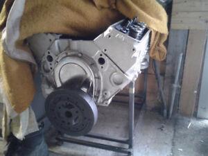Moteur 350 4 bolt pour projet short block 600$