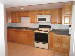 Looking for a FEMALE STUDENT share two bedroom apartment Peterborough Peterborough Area image 5