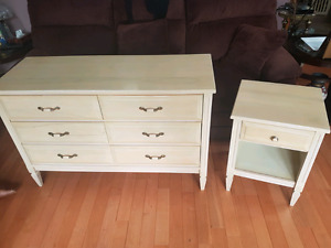 Dresser and bedtable set