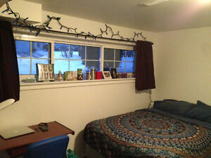 Room for rent close to Trent - 8 month lease female students