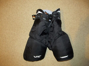 Hockey pants  Youth (XL) mens (S) only worn a couple time
