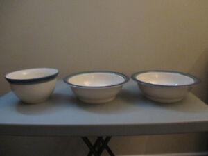 Brand NEW - 3 serving bowls in Stoneware by Pfaltzgraff pattern