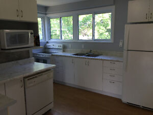 Beautiful Newly Renovated Student Home - ALL INCLUSIVE