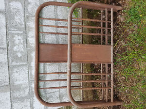 ANTIQUE METAL HEAD AND FOOT BOARD