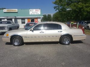 LINCOLN TOWN CAR CARTIER  *** LOADED *** SALE PRICED $3995