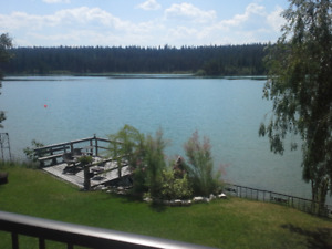 Lakefront One Bedroom Suite at Chimney Lake