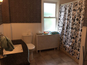 Queens student bedroom: all-inclusive with laundry & dishwasher! Kingston Kingston Area image 2