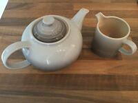 Le Creuset Nutmeg Matching Teapot and Milk Jug