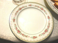 Noritake complete dish set / Noritake vaisselle complet